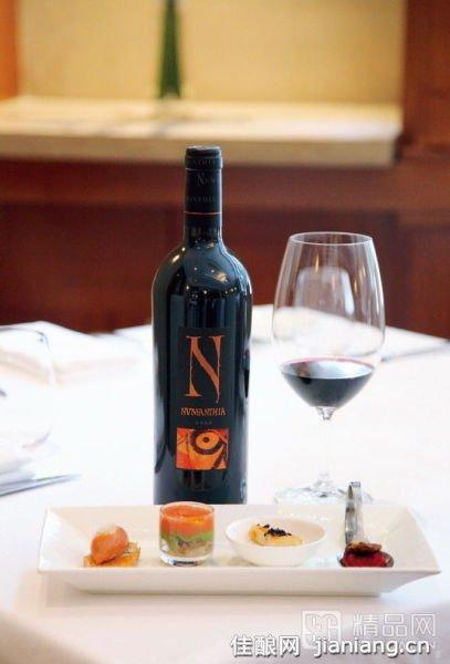 西班牙的红葡萄酒浓郁奔放