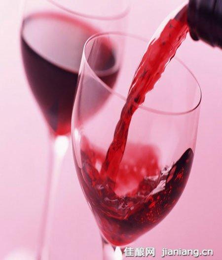 烟民喝红酒有利健康