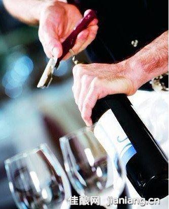 商务场合开葡萄酒的步骤