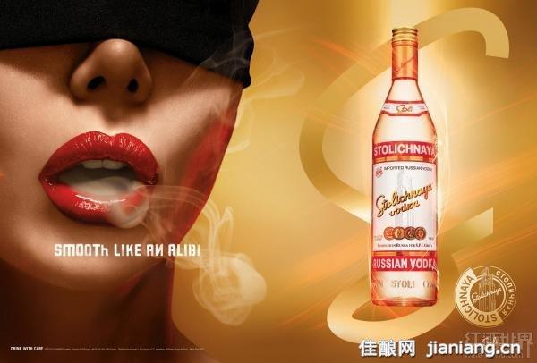 """伏特加(Vodka)是北欧等寒冷国度最受欢迎的酒精饮料,发酵后经多次蒸馏、调配而成,最终酒精含量一般在40%以上。其酒液晶莹透亮,不甜、不苦、不涩,风味轻淡,口中只有如烈焰炙烤般的刺激,不仅适合单独饮用,也经常作为鸡尾酒的基酒。 在俄罗斯流行这这样的几句谚语:""""可以没有美味的点心,但是不能没有足够的伏特加;可以没有愚昧的笑话,但是不能没有足够的伏特加;可以没有惊艳的女人,但是不能没有足够的伏特加;伏特加,多多益善!"""