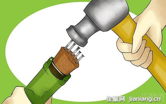 没有开瓶器 利用其它工具照样开红酒(6)