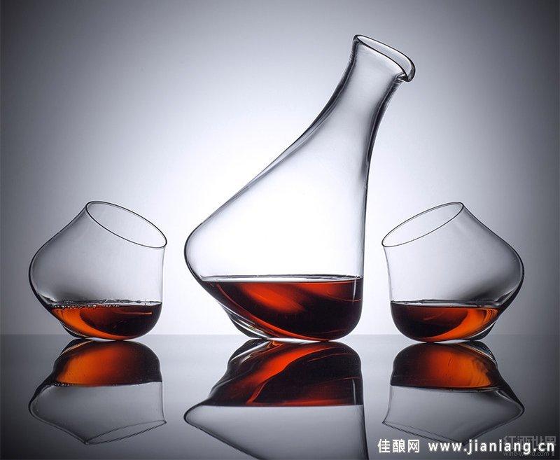 单个红酒瓶的素描结构图片