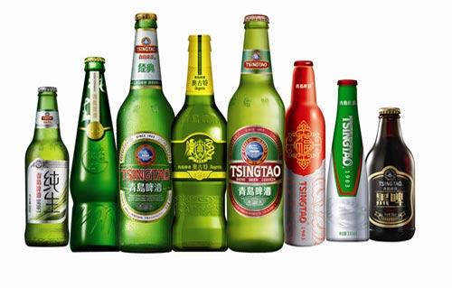 """管理及经营管理经验。 """"今年以来,国内市场竞争的形势更加严酷。""""正如青岛啤酒所述,国内啤酒行业2014年来持续下滑。行业统计数据显示,2016年1~5月,中国啤酒行业累计产量1769.7万千升,同比减少4.2%。 另一大背景在于,青岛啤酒去年销量下滑速度稍高于行业水平。"""