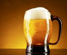 百威英博年利150亿 国产不到30亿 进口啤酒抢走什么