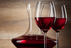 """与波尔多葡萄酒""""心心相� 钡拿朗�"""