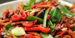香辣亚洲菜与酒的简易