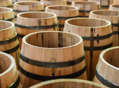 从陶土容器、皮质袋子到木桶使用 葡萄酒