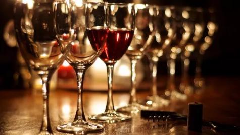 王朝葡萄酒业恢复了一周的交易。前面的路还很