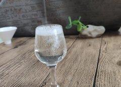 五一线上线下酒水消费强对比 预示一场行
