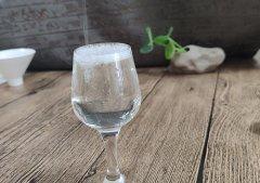 高线光瓶酒的新三高战略模型构建
