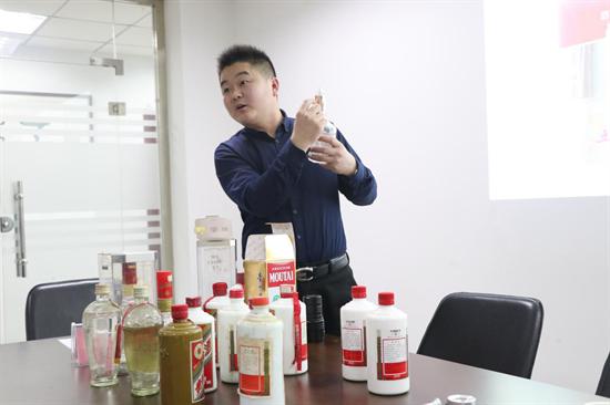 山东个体私营企业协会酒业分会第一期陈年白酒收藏鉴定班成功举办